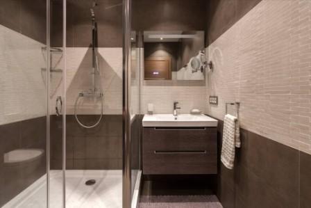 маленька ванна кімната