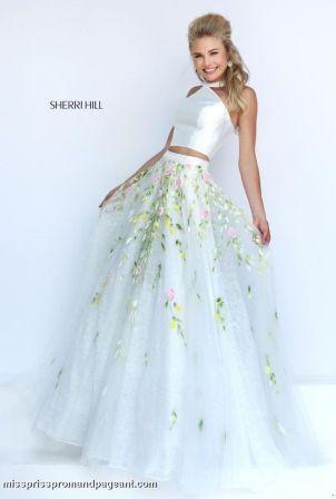 Випускні сукні 2019  Найкрасивіші плаття на випускний 11 клас ... 321b90bd3e82c